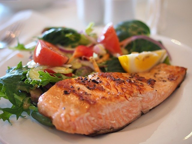 Salmon is 1 of the 10 best foods for weight loss